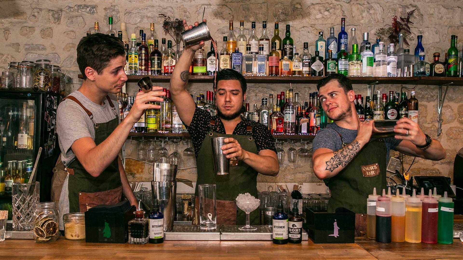 ours bar pas cher paris stylé cocktails pas cher happy hour place quatre