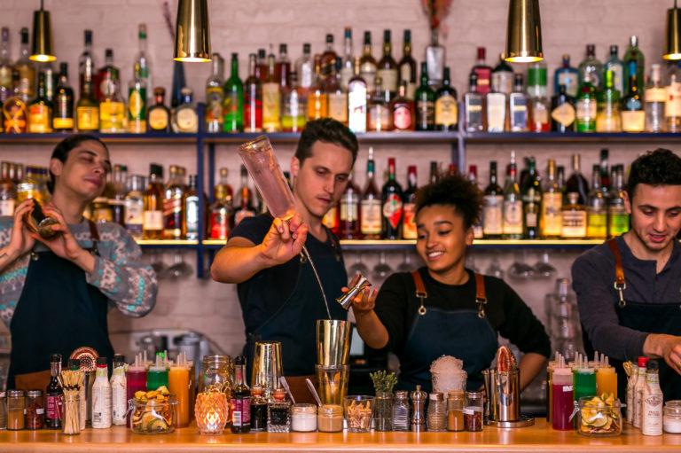 la loutre bar paris 11 11e cocktails pas chers paris 11 happy hour bastille